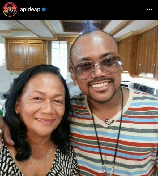 Rare moments of Coach Apl.de.ap with his lovable Mom